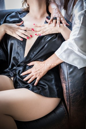 Joaquina massage tantrique escorte girl à Lège-Cap-Ferret